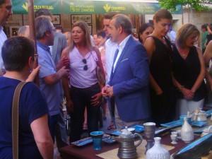 Ciudadanos concejala inauguración feria cerámica (25-6-2015)