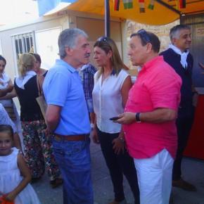 La concejala Reyes Merchán y el coordinador provincial José Antonio Requejo, en el pregón de San Frontis
